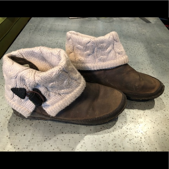 Simple Shoes - Simple booties with woven sock around ankle